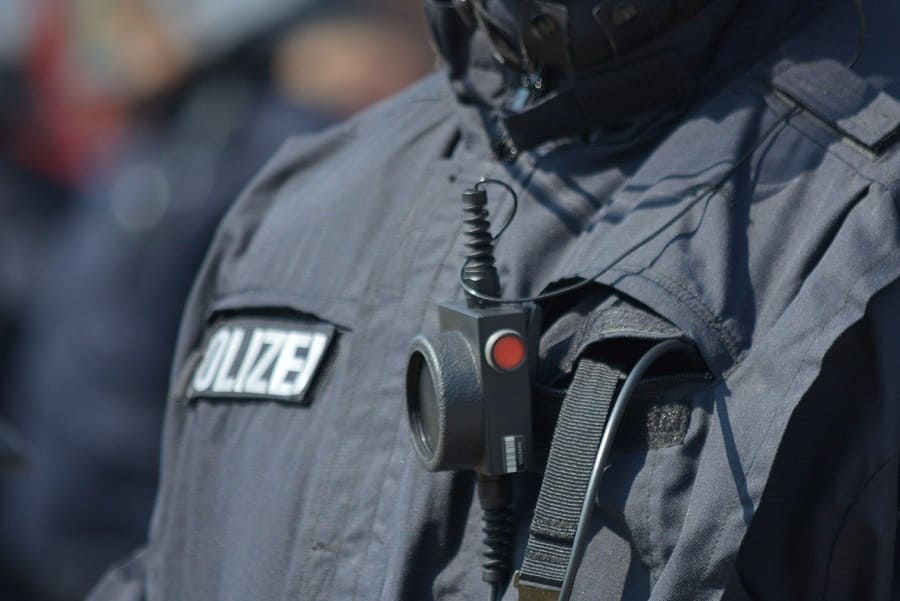 Berliner Polizeigesetz: Keine elektronische Fußfessel, aber Bodycams